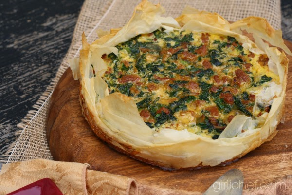 Cheesy Italian Sausage & Kale Quiche {#SundaySupper #FamilyDinnerTable} | www.girlichef.com