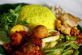 resep-cara-membuat-nasi-kuning-spesial-komplit-dan-enak
