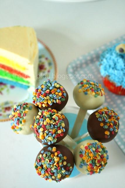 Regenbogenkuchen Regenbogentorte Cake Pops Geburtstagsbuffet KIndergeburtstag Kuchen Kinderkuchen