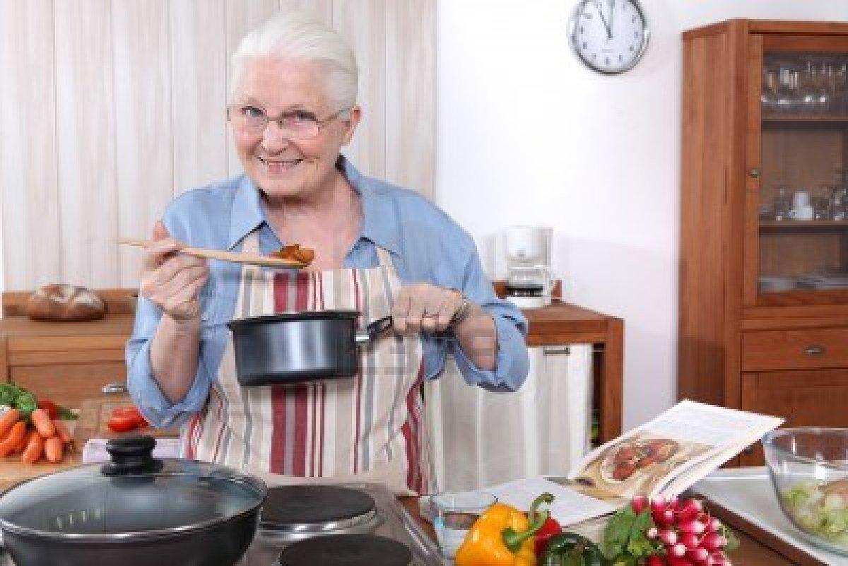 Abuelas extremas las t as en la cocina for Cocinando para los amigos