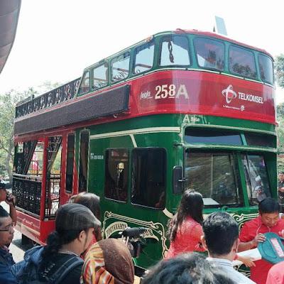 Yogyakarta tourism bus named Domapan