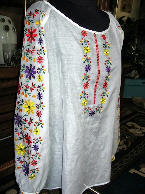 Вишивана жіноча блуза від Руслани Равлюк з Бучача на Тернопільщині