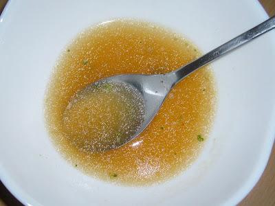 日清のどん兵衛 きつねうどん(西)のスープ(ちょっと油っぽい)