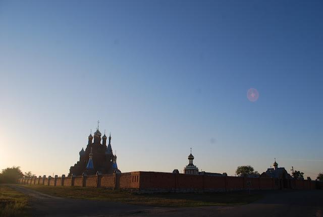 Свято-Михайловский Пелагеевский женский монастырь на рассвете, фото 2015 г.
