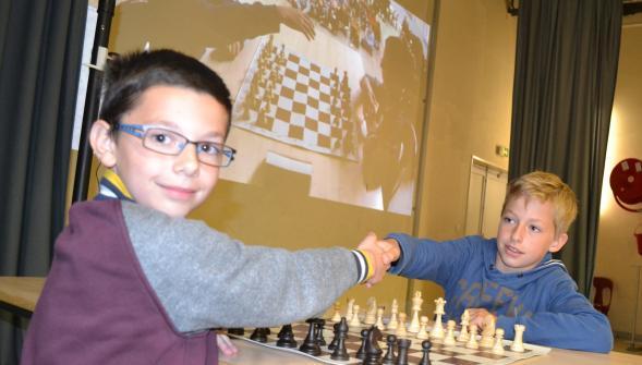 En finale du tournoi « échecs et maths » : les écoles Joliot-Curie et Mont des Bruyères - Photo © La voix du Nord
