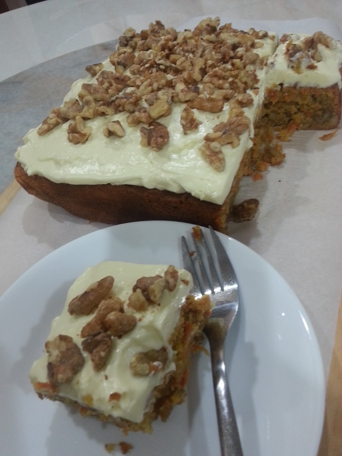 My HomeRecipes: JAMIE OLIVER'S CARROT CAKE WITH LIME ...