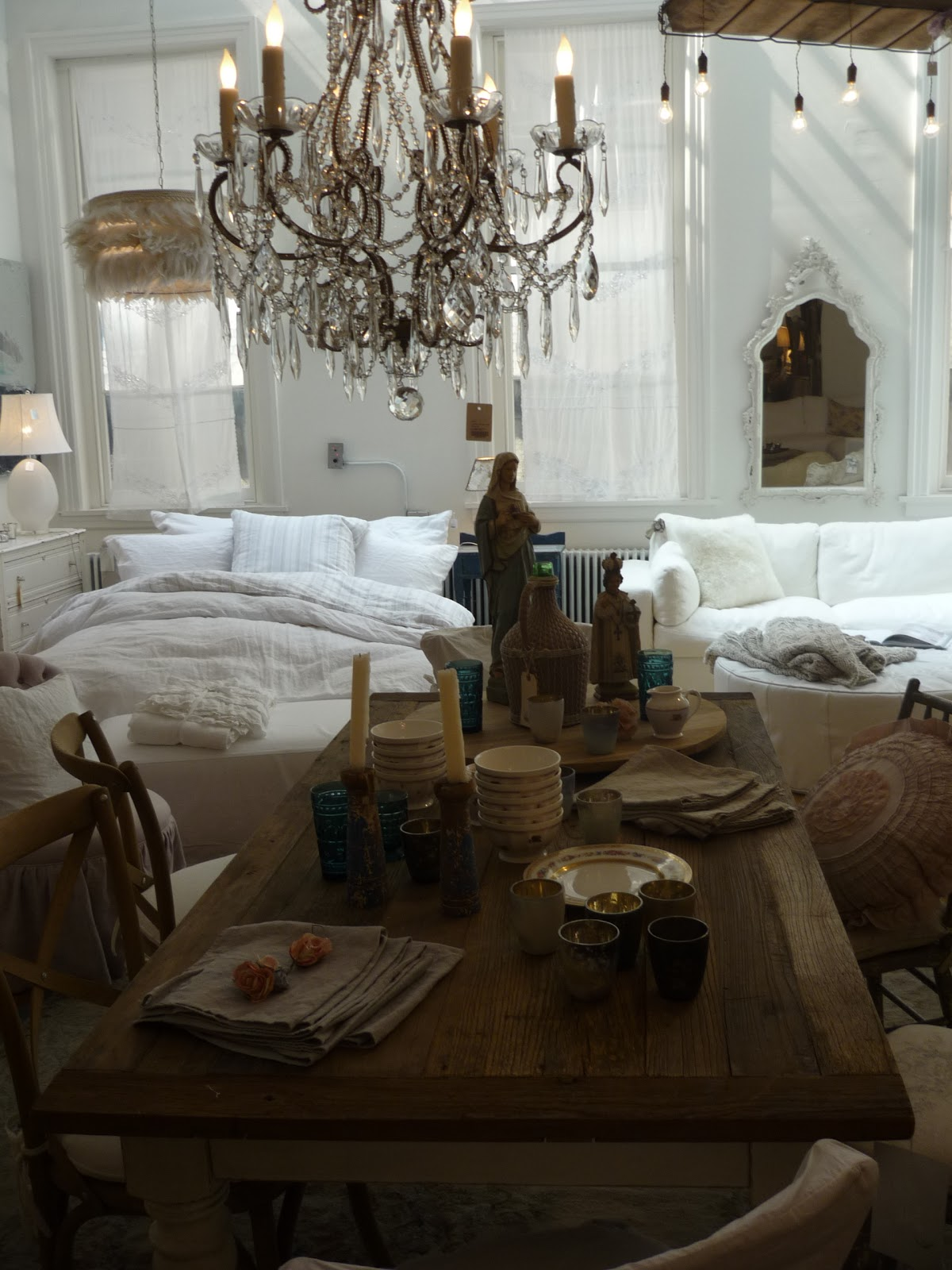 celebrated style shabby chic in soho. Black Bedroom Furniture Sets. Home Design Ideas