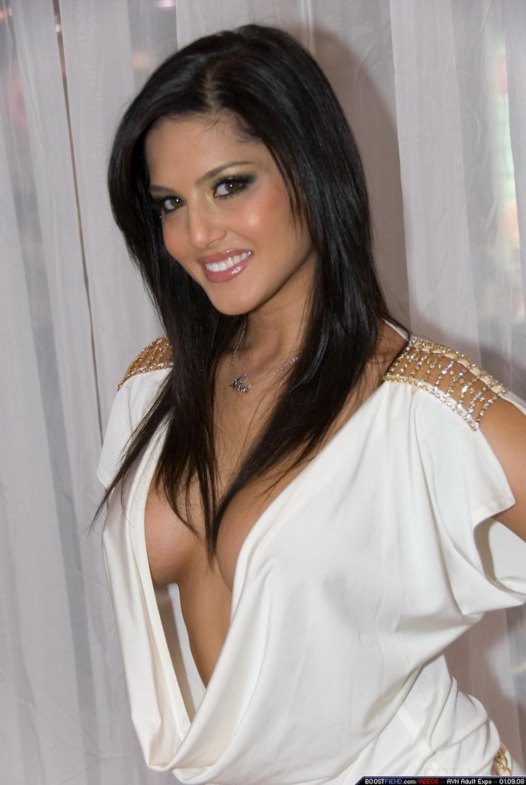 http://4.bp.blogspot.com/-7LXPHQamkQM/T_WoT6aayAI/AAAAAAAAEbQ/YZjpEzRyj3s/s1600/Sunny-Leone-hot-cleavage-boobs10.JPG