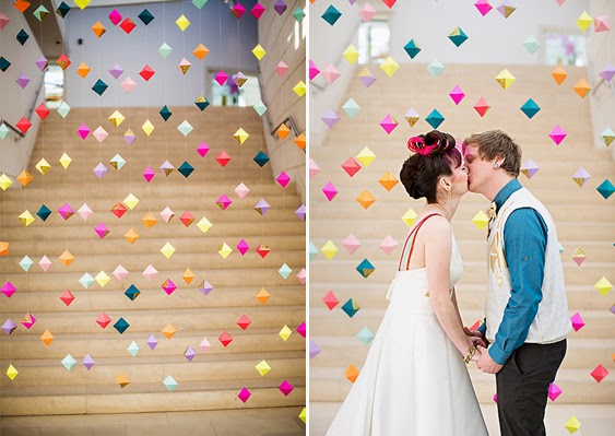 http://www.simplypeachy.com/10-creative-wedding-backdrops-part-2/#prettyPhoto
