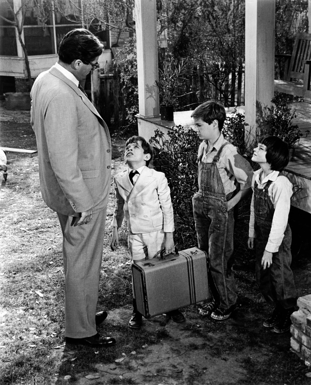 kill a mocking bird To kill a mockingbird is set in the small, rural town of maycomb, alabama, during the early 1930s the character of atticus finch, scout's father, was based on lee's own father, a liberal alabama.