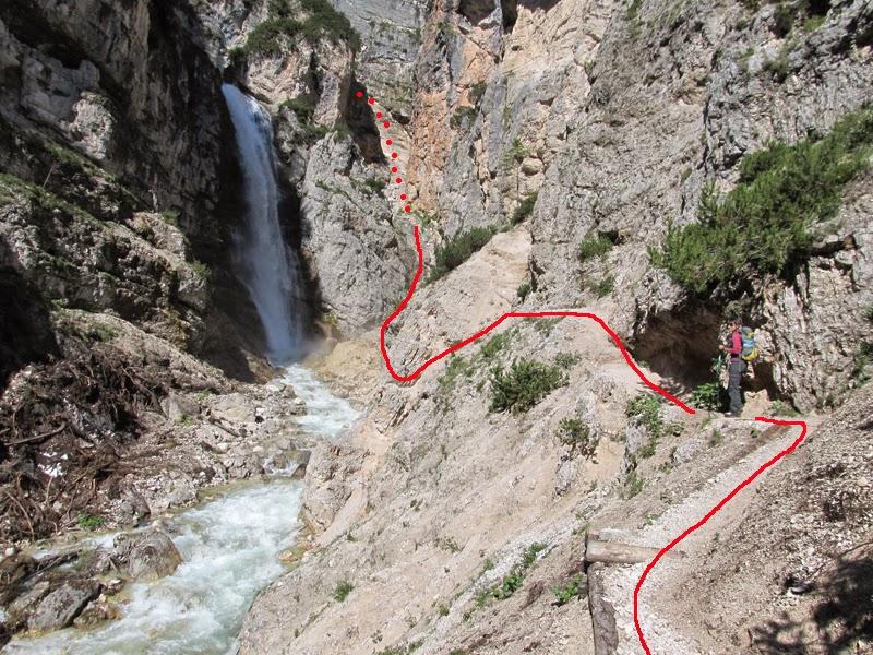 ... c è la ferrata Lucio Delaiti e proseguiamo inoltrandoci nel canalone  alla destra della cascata dove inizia e74162012ff