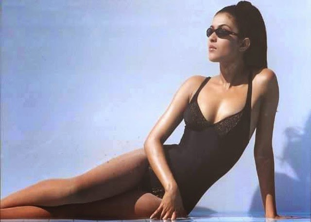 Priyanka Chopra looking hot in bikini