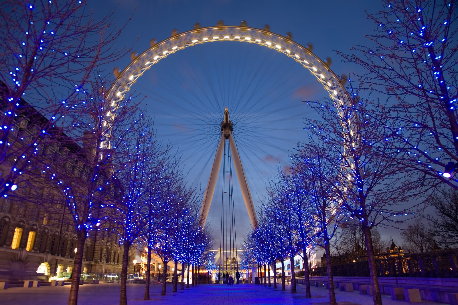 http://4.bp.blogspot.com/-7MWS4h4kwvg/TrDtVQHwfQI/AAAAAAAACgA/2J63y7gYI1w/s1600/Amazing+London+Ferris+Wheel+Wallpapers.jpg