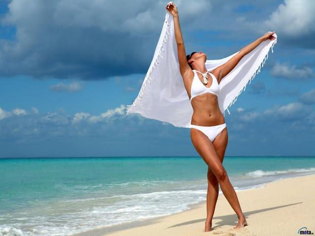 Chicas en Bikinis de Playa