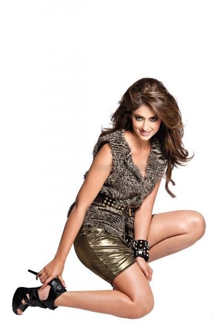 Ileana Latest Picture in Golden and Black Skirt, Ileana Latest Still Pictures