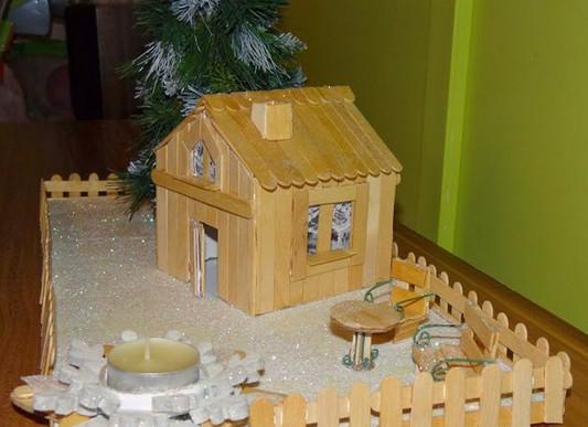 Как сделать домик из палочек из под мороженого