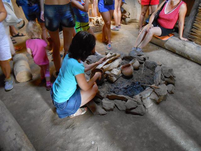 Внутри жилища каменного века в Аркаиме