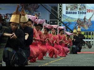 tari tor-tor batak di kalim malaysia