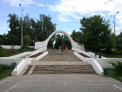 Казанский парк Черное озеро, арка влюбленных