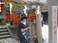小芳さんは辰巳大明神に祈った。