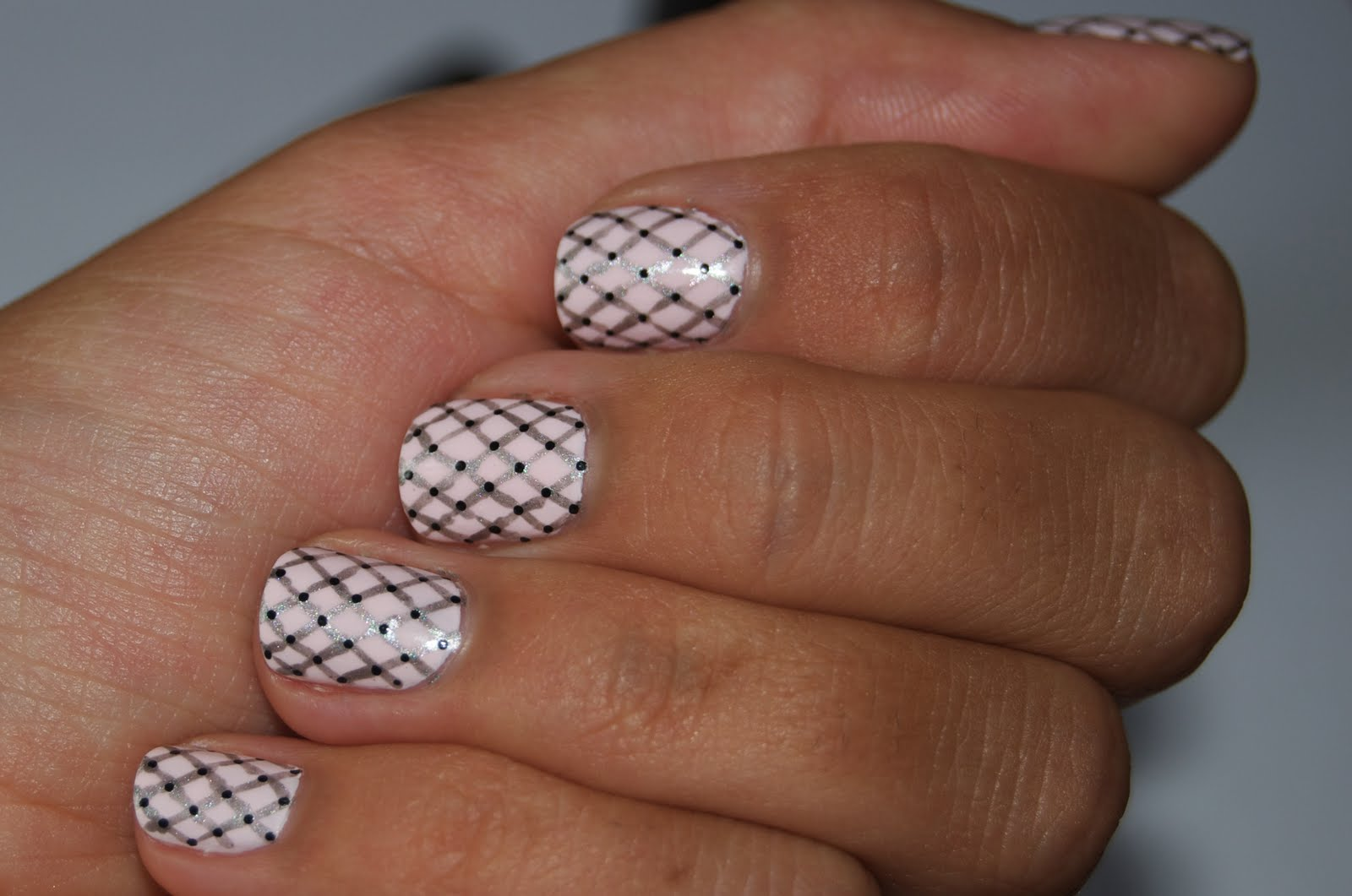 Nail Art Ideas Criss Cross Maryam Maquillage Ballet Fishnets