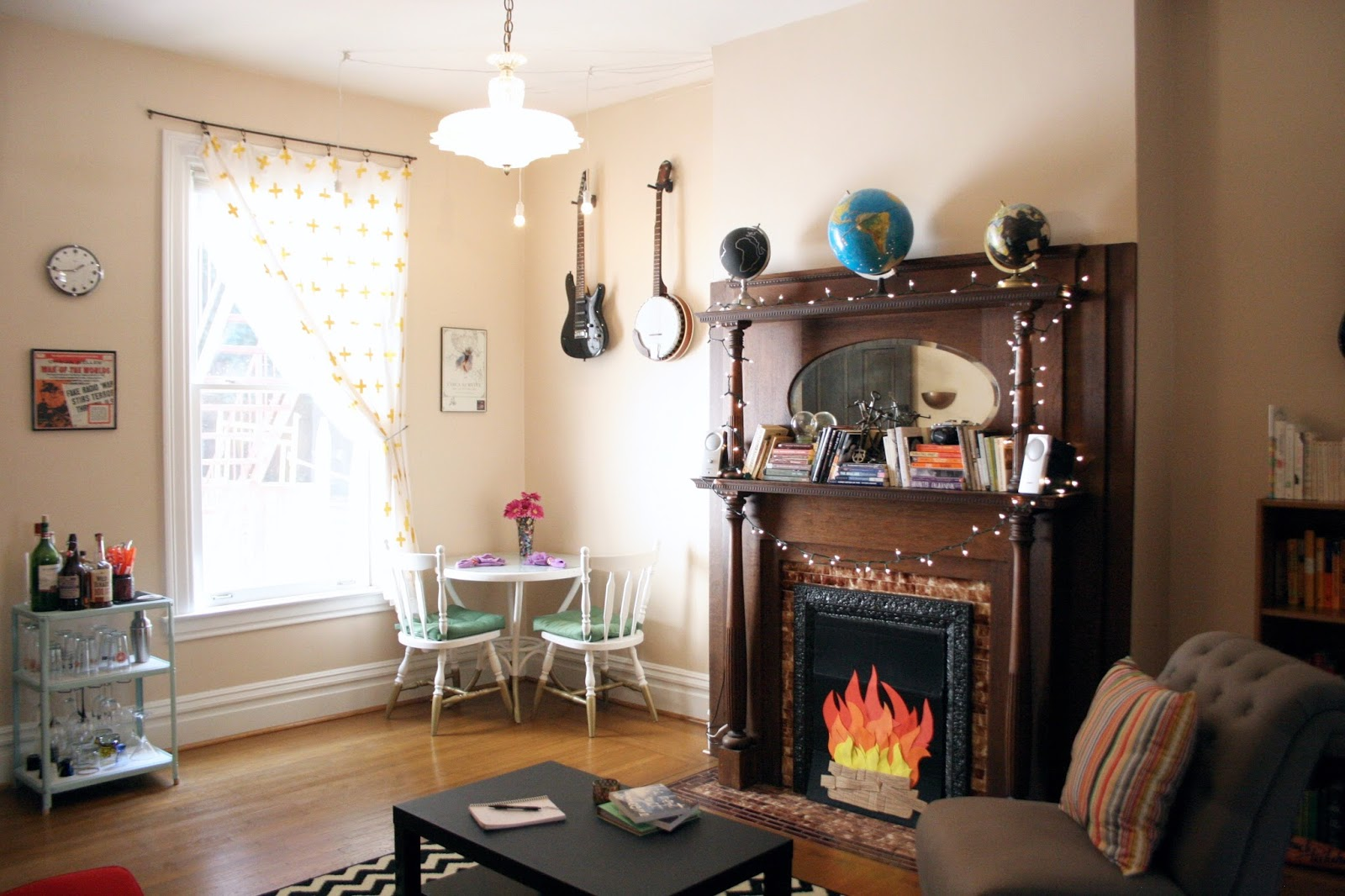 dining room tour the surznick common room finally another room tour it s been nearly a year since we shared our office makeover and today we re at long last here to share with you our dining room