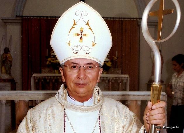 http://www.blogdofelipeandrade.com.br/2015/11/bispo-de-nazare-da-mata-renuncia-ao.html