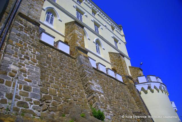 Стены и замок в Тракошчане