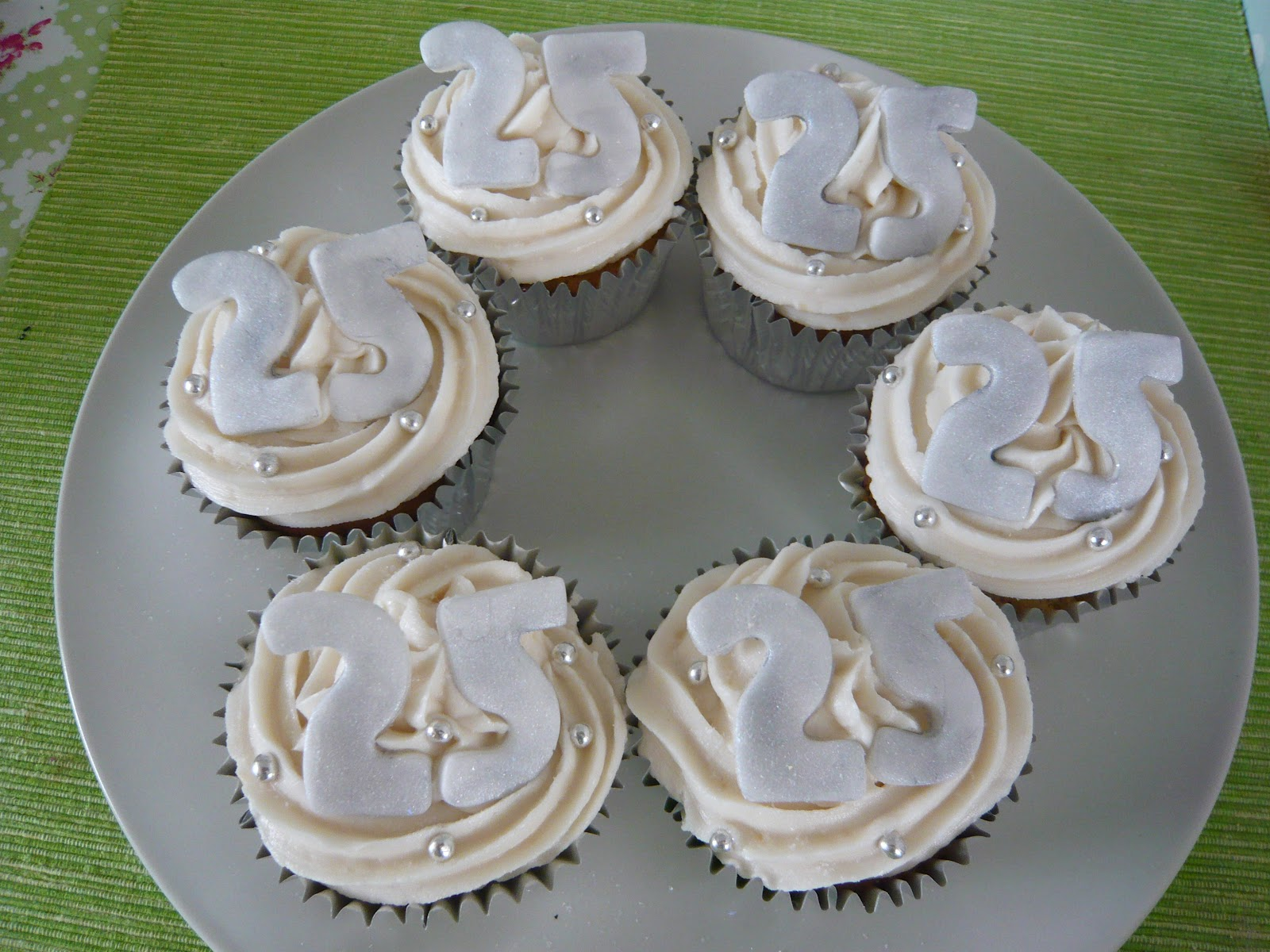 25th Wedding Anniversary Cup Cakes