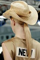 Гладка ниска опашка Acne пролет-лято 2013