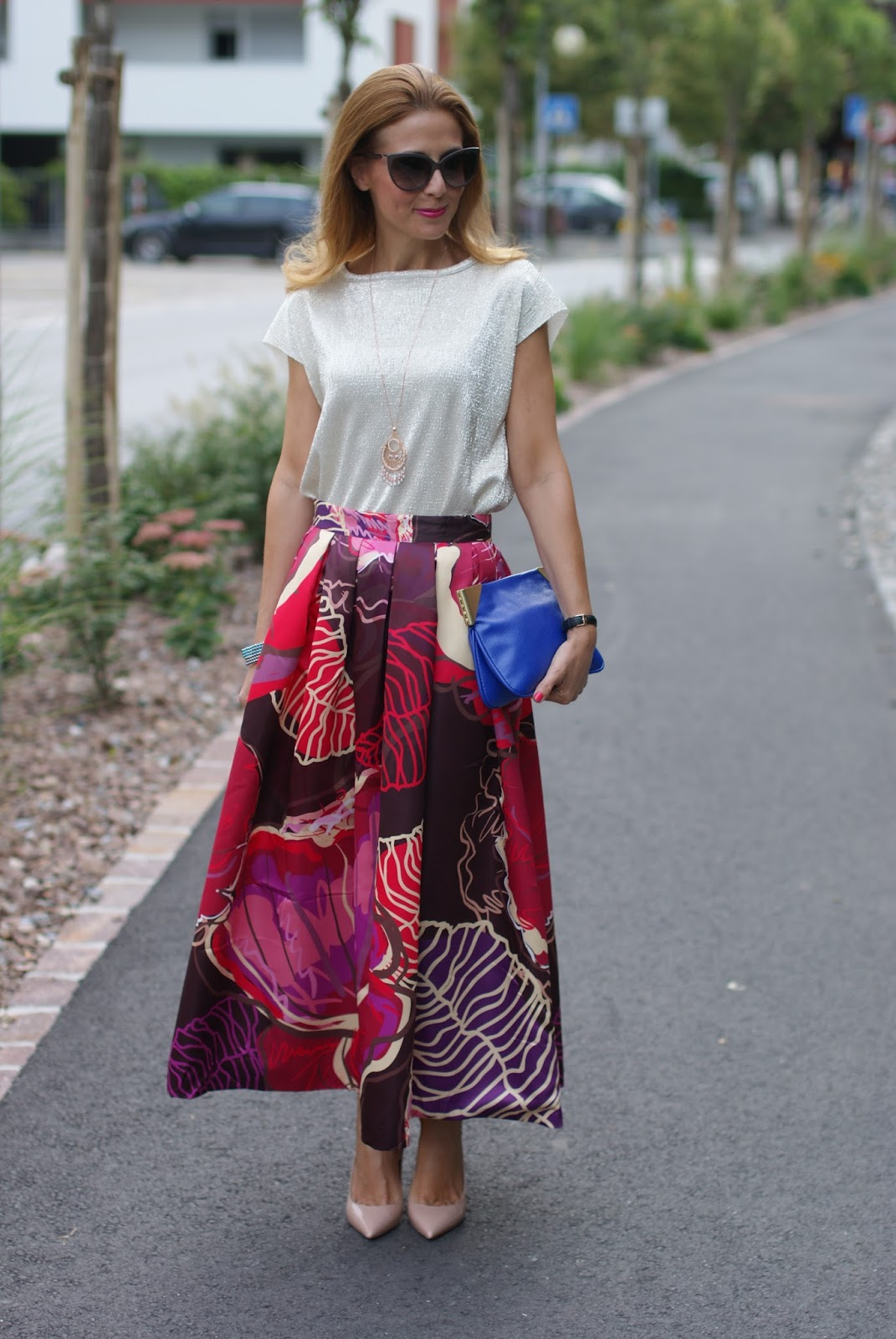 Maxi skirt with nude pumps on Fashion and Cookies