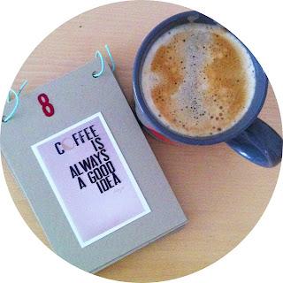 Adventskalender und Kaffee