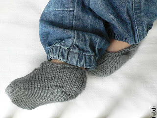 knitted seamless baby booties