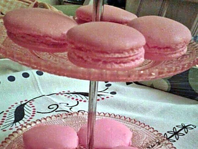 Macarons con ganache de chocolate y fresas