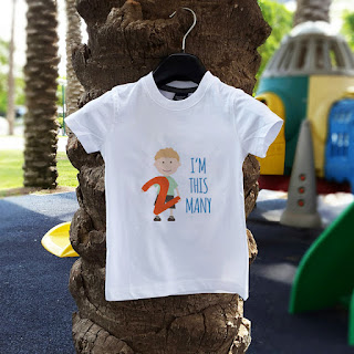 "DIY free printable toddler second birthday t-shirt: ""I'm this many"""