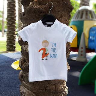 "DIY free printable toddler second birthday t-shirt: ""I'm this many"""