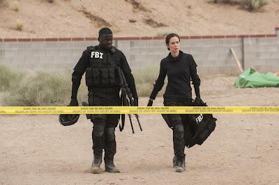 Daniel Kaluuya (Reggie Wayne) y Emily Blunt (Kate Macer)