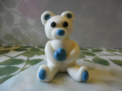 Comment faire un ourson en p te sucre pour d corer vos - Comment decorer un gateau avec pate a sucre ...