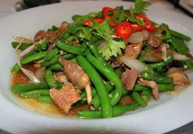 Stir fried French Beans with Chicken Organs - Đậu Cô Ve Xào Lòng Gà