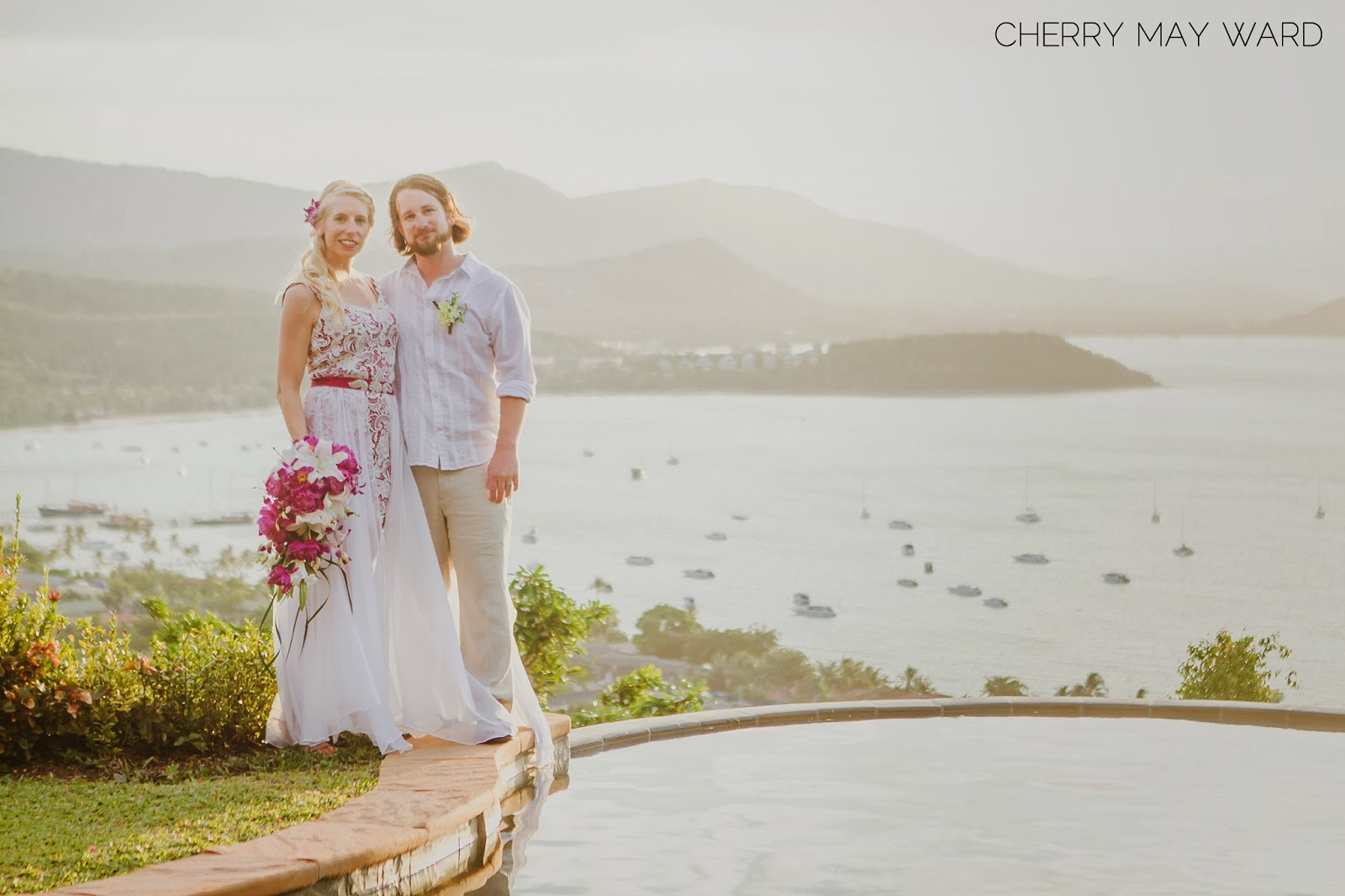 Thailand villa wedding with the most beautiful view, view over the water, view with pool over the sea, infinity pool, wedding in Thailand, sunset view from private villa, wedding on to of a hill with sunset view on Koh Samui