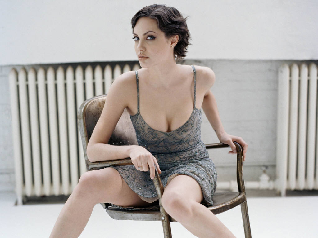 http://4.bp.blogspot.com/-7PkmwHazbQs/TdnssxrlKhI/AAAAAAAAA_w/71KnPEu1v68/s1600/Angelina-Jolie-8.JPG