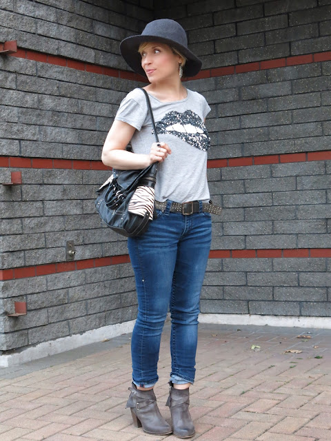 "styling a sequinned ""lip"" t-shirt with skinny jeans, booties, and a floppy hat"