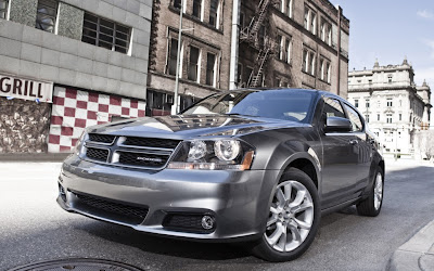 2013 Dodge Avenger front three quarter