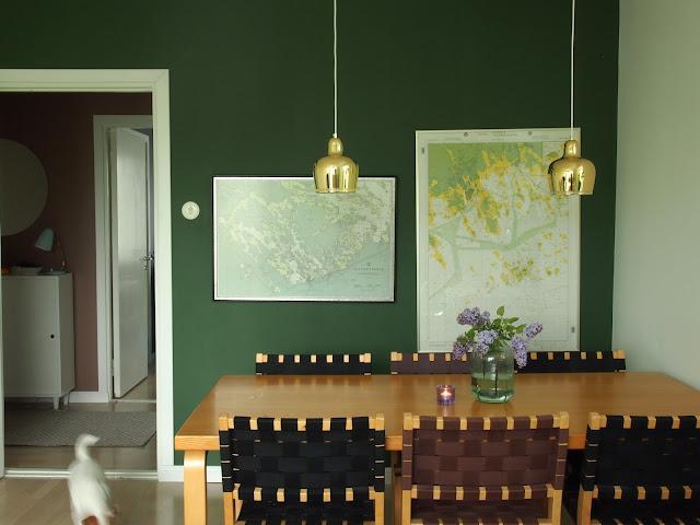 artek tuoli 611 pöytä 83 golden bell kultakello a330s merikartta green wall vihreä seinä