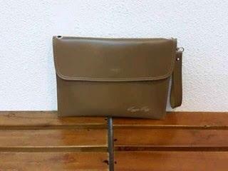 gambar tas clutch bag untuk pria dan wanita warna krem