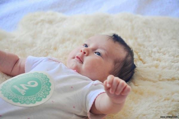 Image bébé mignon  2 mois