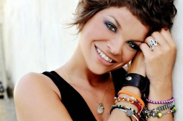 Alessandra Amoroso - Bellezza Incanto E Nostalgia - testo video download
