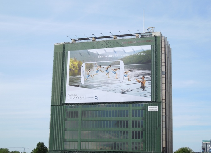 Giant Samsung Galaxy S4 billboard London