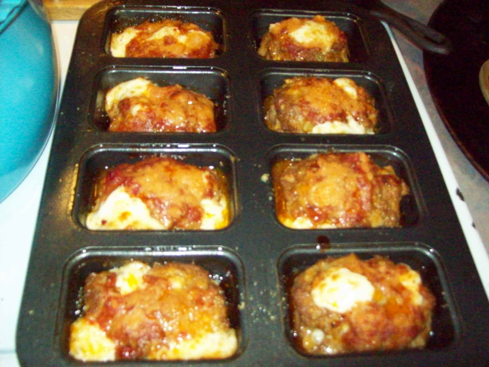 "closer look at what I served the ""Cheese Stuffed Mini Meat Loaves ..."