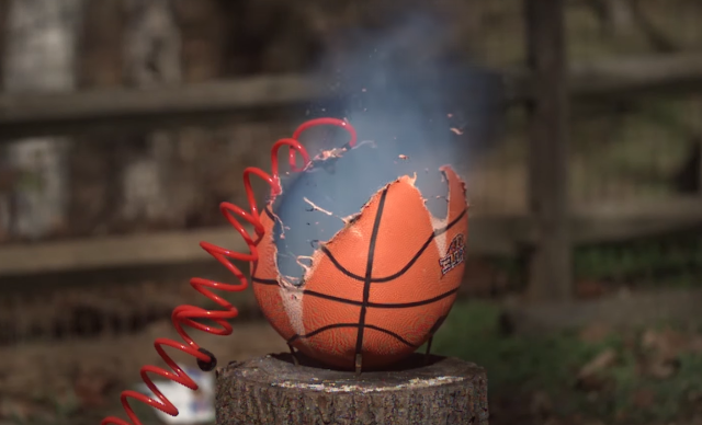 Ein explodierender Basketball | Slow Motion